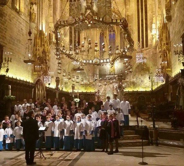 Escolania de Lluc y Coral de Reims, juntos en La Seu
