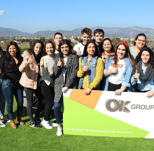 """Estudiantes de Gestión Administrativa visitan la sede central de OK Group en el contexto del programa """"Visitas a Empresas"""" de Palma Activa"""