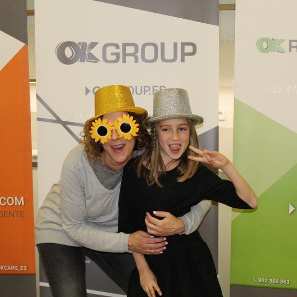 Mayores y pequeños se hacen fotos divertidas en la OK Kids Party