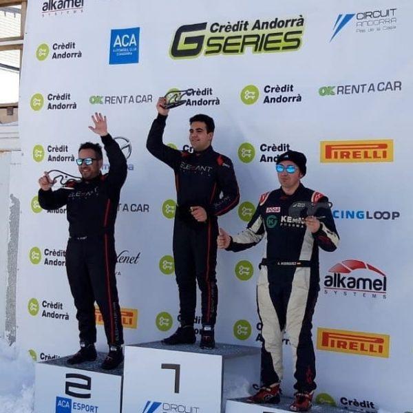 Los conductores del equipo Elegant Driver en el podio de las GSeries 2019